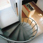 螺旋階段のあるリビング M様邸